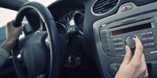 escuchar electronica al volante